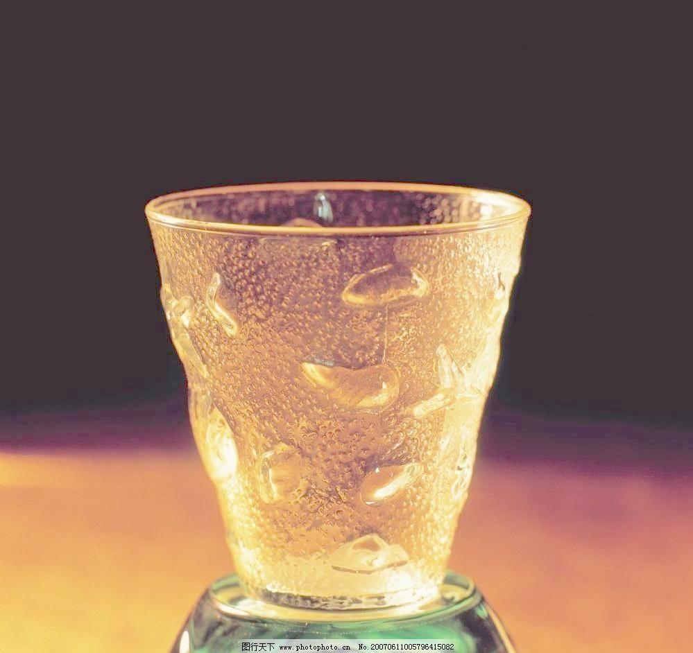 玻璃杯子 餐饮美食 酒杯酒瓶 其他 摄影图库 洋酒杯子图片素材下载