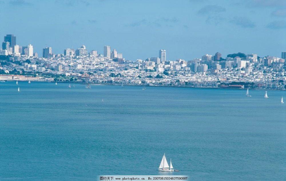 海中小帆船 自然风景壁纸 海港城市 外国城市 海边城市 自然景观 风景